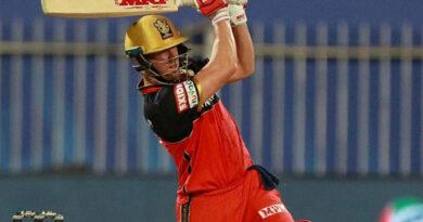 AB de Villiers hits 5 sixes