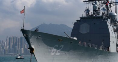 Russia claims to repel American warship