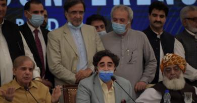 Political struggle in Pakistan