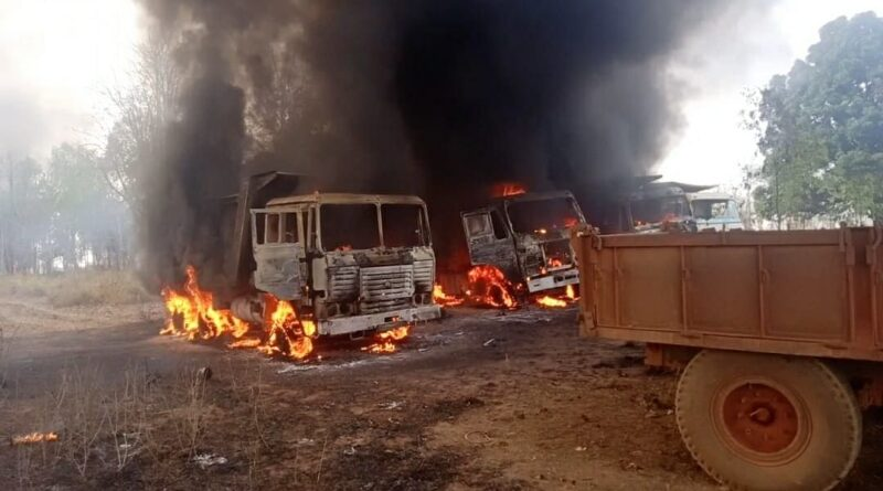 Naxalites set fire to five vehicles